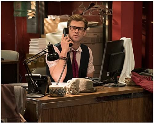 Chris Hemsworth as the pea-brained secretary in Ghostbusters 2016